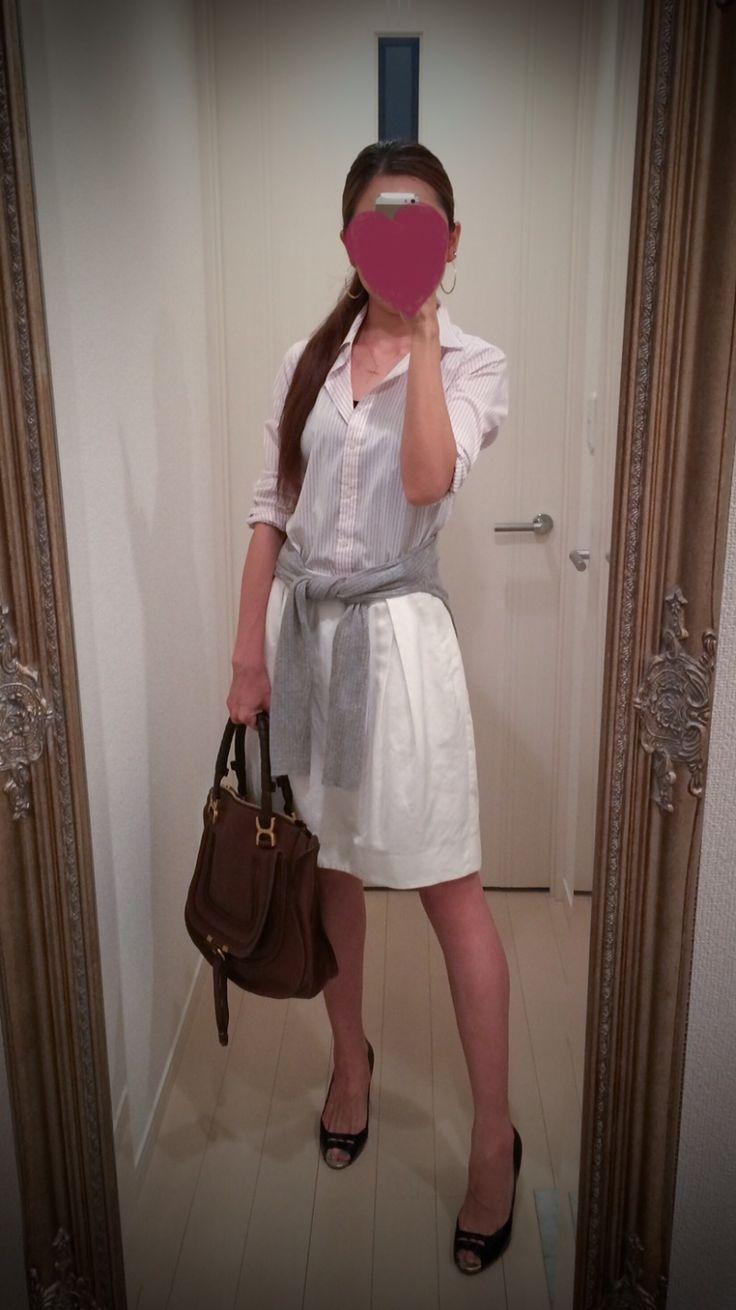 White buttoned dress + brown bag + black heels - http://ameblo.jp/nyprtkifml