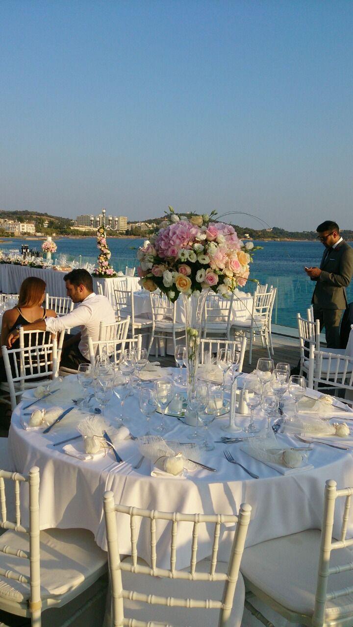 Ανθοστολισμός γάμου Vivemar #lesfleuristes #ανθοπωλειο #γαμος #νυφη #διακοσμηση #λουλουδια