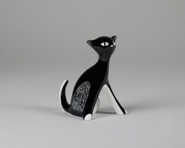 Porcelain cat figurines designed by Zdana Kosicka and produced by Fabryka Porcelany AS Ćmielów (Poland) - 1951