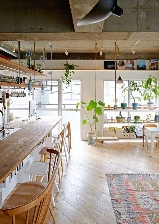 Com o objetivo de aproveitar ao máximo a metragem enxuta de 67 m², um casal apostou em soluções criativas. Confira oito lições para apartamentos pequenos que podemos tirar do projeto.