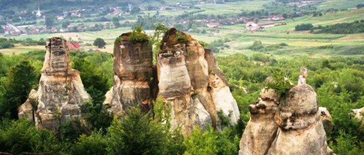 Gradina Zmeilor este o arie protejata, monument al naturii, situata in judetul Salaj, in comuna Balan. Zona protejata se intinde pe o suprafata de 3 hectare