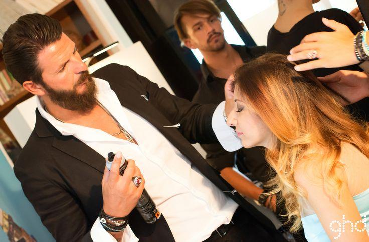 L'art director ghd Italia Mauro Galzignato cura il look di Sabrina Musco