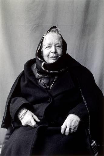 Marguerite Yourcenar - 1903-1987 - ici par Boubat -Ecrivaine française naturalisée américaine. Première auteure élue à l'Académie Française en 1980.