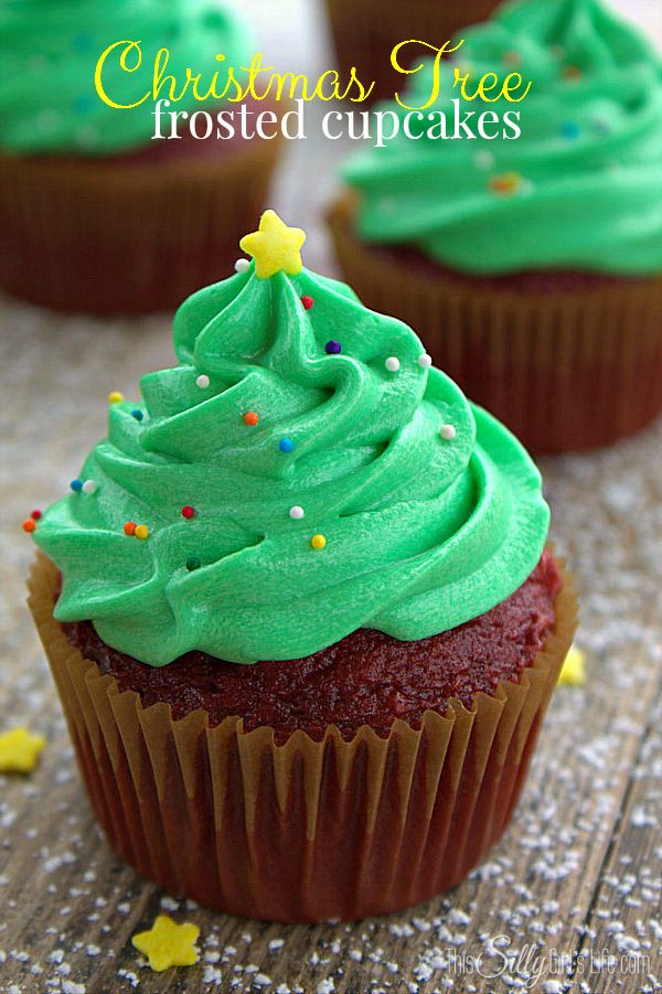 Christmas Tree Frosted Cupcakes, easy and super cute technique for a festive holiday treat! - ThisSillyGirlsLife.com #ChristmasTreeCupcakes