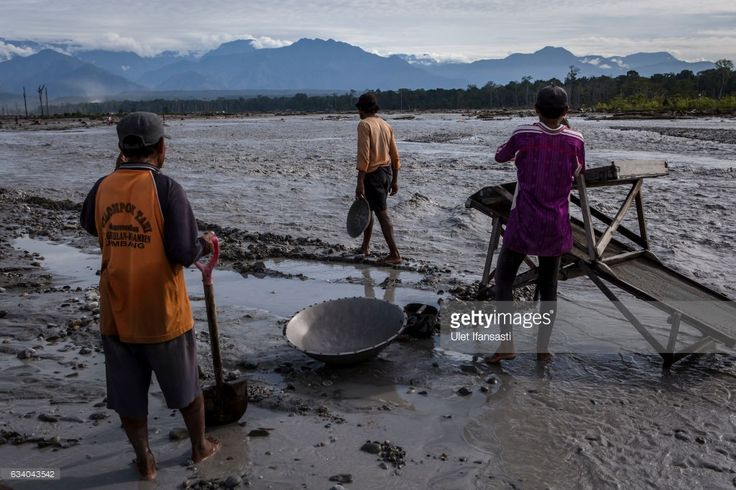 Illegal gold miners sift through sand and rock as they pan for gold at the Aikwa river on February 4, 2017 in Timika, Papua Province, Indonesia. Indonesia produces over 70 billion dollars in gold a year and is home to the largest gold mine and the third largest copper mine in the world, the Grasberg mine, which is located at West Papua. According to reports, the Grasberg mine, owned Freeport McMoRan, dumps as much as 200,000 tonnes of mine waste directly into the Aikwa delta system every…