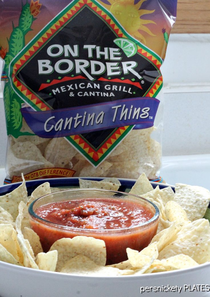 Persnickety Plates: On The Border Salsa {Copycat}