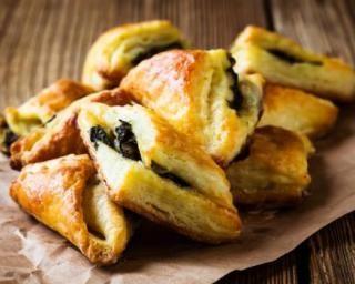 Petits feuilletés simplissimes aux épinards et à la mozzarella : http://www.fourchette-et-bikini.fr/recettes/recettes-minceur/petits-feuilletes-simplissimes-aux-epinards-et-la-mozzarella.html