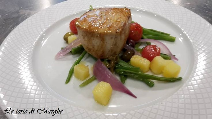 Trancetti di pesce spada. In questo piatto trovate il pesce spada con delle verdure croccanti in agrodolce con: patate tagliate a dadini...