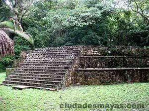 Ceibal en Petén - Ciudades Mayas - turismo y viajes por la Ruta Maya