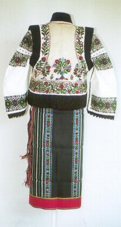 Women's costume from county of Suceava, Rădăuţi, Moldavia