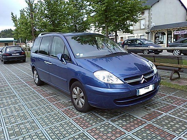 Une visite sur Limoges ? Antonio José vous propose son Citroën C8. 7 places pour toute la famille !! Louez-le ;)