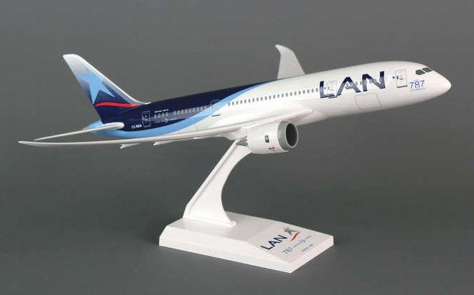 Skymarks LAN Peru Boeing 787-8 Dreamliner 1/200 Plastic Model