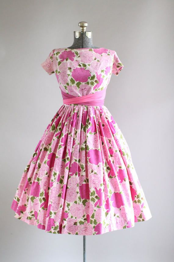 Vintage 1950s Dress / 50s Cotton Dress / Pink Floral Print Dress w/ Two Tone Waist Tie XS/S