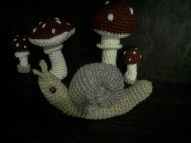 Caracol y Hongos, Para algunos, estos hongos traen suerte