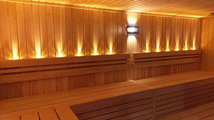 Sauna uscata traditionala privata IBEK, penru o familie  mai numeroasa: dimensiuni 4100x2600 mm, pentru 10-12  persoane. Sauna din arin finlandez (cu foarte putine noduri),banci din arin filnadez fara noduri, iluminare ambientala cu LEDuri termorezistente, soba incalzire sauna de 16,5 kW.  www.saune.ro