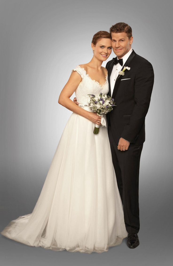 """Bones - The Woman in White -- Brennan (Emily Deschanel, L) and Booth (David Boreanaz, R) are married in the """"The Woman in White"""" episode of BONES airing Monday, Oct. 21 (8:00-9:00 PM ET/PT) on FOX. ©2013 Fox Broadcasting Co. Cr: Patrick McElhenney/FOX"""