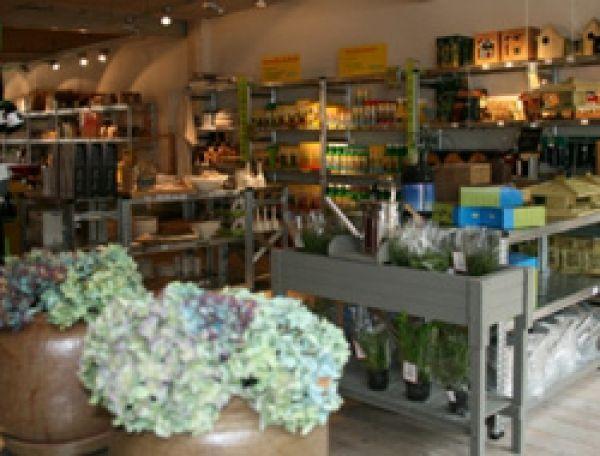 Chez Edgar & co vous pourrez acheter des produits naturels, des jouets en bois ou des engrais bio. Vivre avec la nature et la respecter pour offrir aux générations futures une planète plus saine est l'objectif de ce magasin.