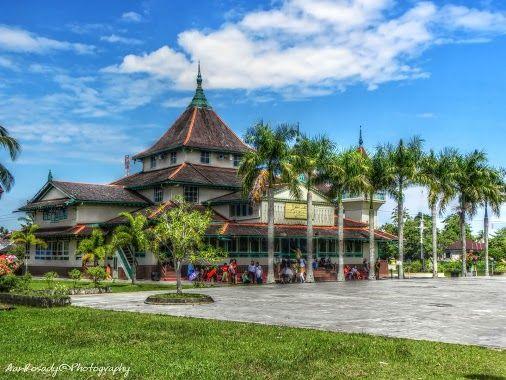 Masjid Jami '- Sultanate of Sambas - West Kalimantan, Indonesia  #hdr   #hdrphotography  #LandscapePhotography #LuminanceHDR #photographyuyeee #planetvista #besttopphotographer #sambas #sambasriver #riverscapephotography #riverside #westkalimantan #indonesia