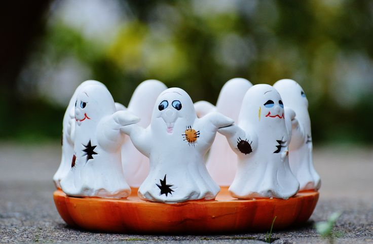 Top 5 Halloween Dating Ideas. While the first date on Halloween might sound a bit strange or creepy, a date with your current partner is not weird at all. Here is a top 5 Halloween dating ideas: Pumpkin Carving. Watch a scary movie. Go Costume Hunting. Make Halloween Food. Boo Your Neighbors.
