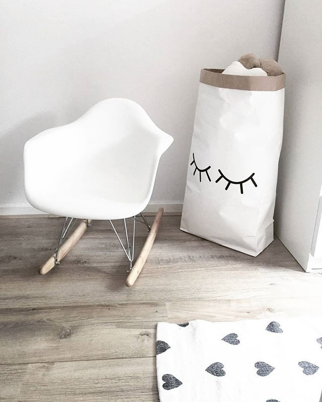 ~●TE KOOP●~ Een vriendin van mij heeft dit gave kinder schommelstoeltje te koop staan! Is niet gebruikt...alleen als decoratie op de kinderkamer gestaan! Voor €60,- mag hij weg! Wil je hem graag hebben dan kan je @moonniekje een pb sturen! TOEDELOE   #eames #eamesschommelstoel #kinderstoel #schommelstoel #kidsroom #instaverkoop  #instagramkoopjeshoek #kinderkamer #zwartwitwonen #zwartwithout #instahome #stoerwonen #scandinavischwonen #scandinavianstyle #nordichome #nordicinspiration…