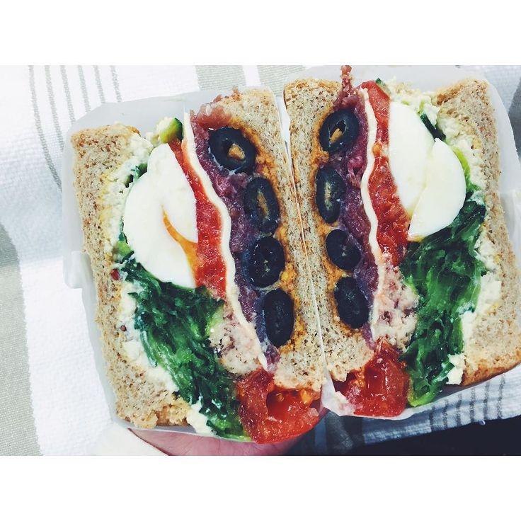 ## ガ(;Д)ン!! たまごの黄身がチラ見すぎるー 白身がほぼ均等に切れてるのに なぜ黄身が出てこないのだ 黄身が寄ってたのか . ゆでたまご丸ごとサンドは難易度高し でも小さなオリーブはやたら綺麗に切れたなぁ そしてオイルサーディンがトマト先輩を突き破ってるではないか . これぞわんぱくサンドということで . . #sandwich #sandwichporn #instasandwich #foodstagram #kurashiru #kaumo #eggsandwich  #サンドイッチ #わんぱくサンド #萌え断 #ほぼ日サンド  #サンドイッチバカ by risterlab