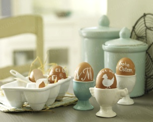 white painted easter eggs: Holiday, Brown Eggs, Easter Table, Decorating Ideas, Easter Eggs, Decoration Ideas, Easter Spring, Easter Ideas