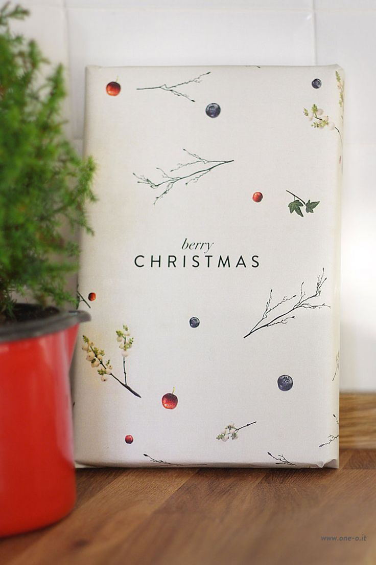 free printable berry christmas wrapping paper