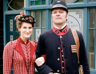 """Margaret Ellison Brown"" (Sandy McDade) and ""Thomas Brown"" (Mark Heap), Lark Rise to Candleford"