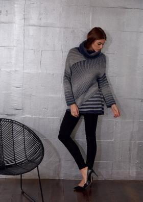 Пуловер с узором в полоску и высоким воротником