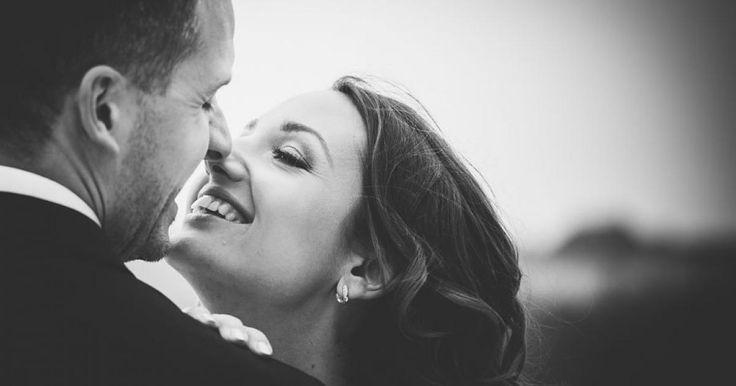 Az esküvőig hosszú út vezet, de sokszor a legnehezebb az igazi, a Nagy Ő megtalálása. Vagy mindenki annak tűnik vagy senkinél sem érzed azt a bizonyos érzést. De mit is...? Ez a háromjel, ha megvan, akkorTiéd a főnyeremény!