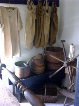 Colonial and primitive country home decor FARMHOUSE PRIMITIVES: Primitive Places, Primitive Clothng, Colonial Primitive Decor, Primitive Clothing, Primitive Furnishings, Primitive Ideas, Farmhouse Primitive, Prim Ideas, Primitive Country Homes