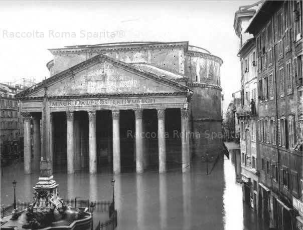 Piazza della Rotonda. Il Panthoen allagato per l'esondazione del Tevere Anno: 1900