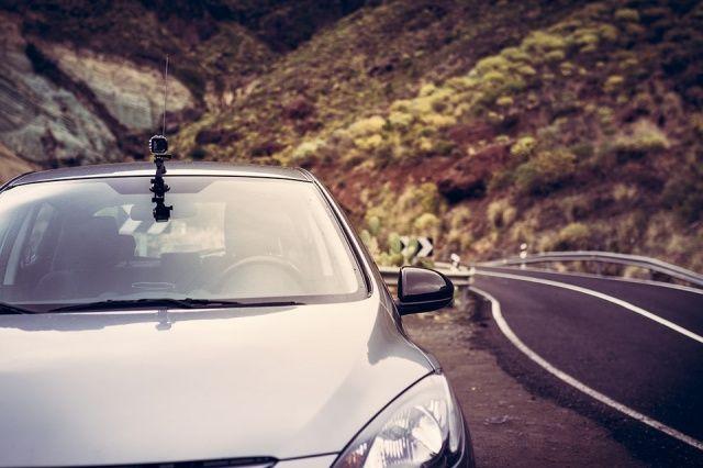 Kamerka samochodowa, w związku z natężeniem ruchu na drogach, to niezbędny sprzęt każdego kierowcy. Codziennie jesteśmy narażeni na nieprzewidziane sytuacje na drodze. W niektórych przypadkach trudno udowodnić, kto nie zastosował się do przepisów ruchu drogowego. Wezwana policja także nie zawsze... http://lapring.pl/kamerka-samochodowa-niezbednik-w-kazdej-podrozy/
