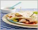 Kip met groente tortilla http://www.magererecepten.nl/hoofdgerechten/hoofdgerechten/wrap_met_knapperige_groenten_en_kip.html