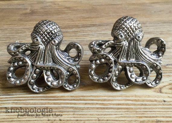 JEU de 2 grande pieuvre de métal étain Antique par knobpologie