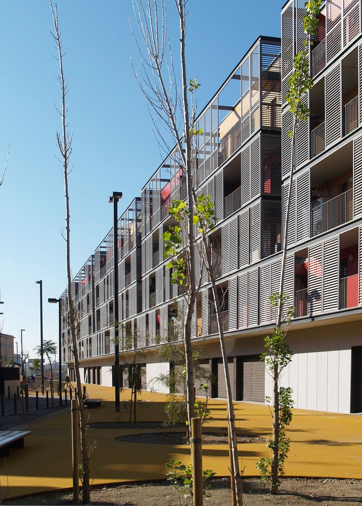 Conjunto habitacional, comércio e estacionamentos / ONL Arquitectura