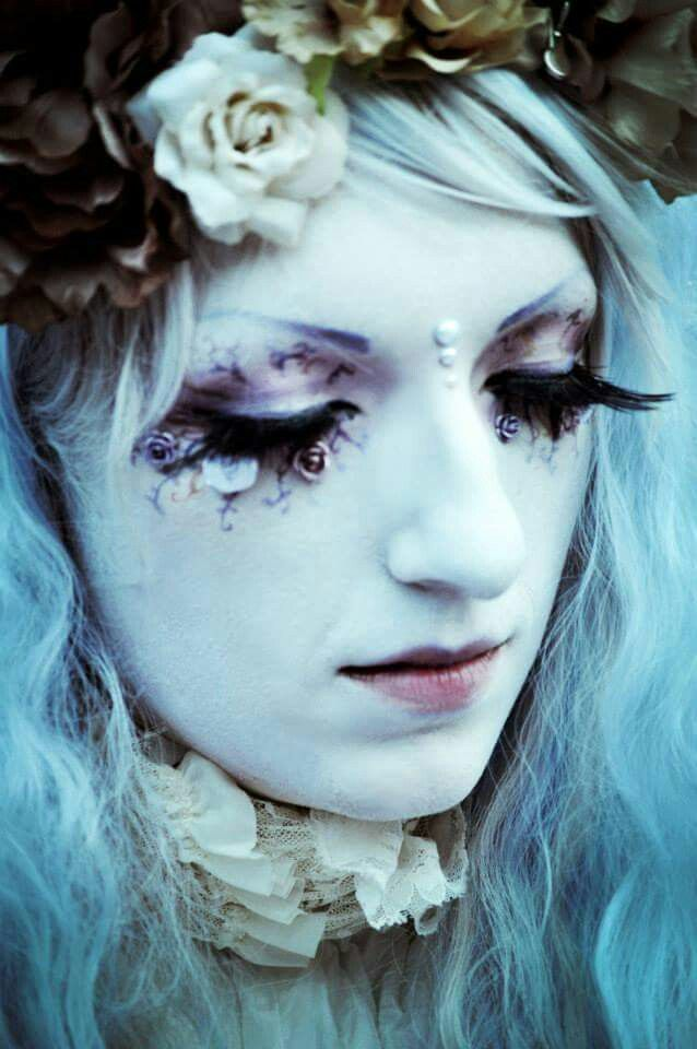 Artistic #makeup look: dramatic and #gothic with flower crown