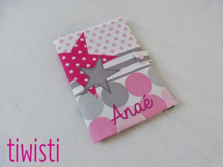 Protège carnet de santé  rose et gris, étoile, avec prénom de l'enfant