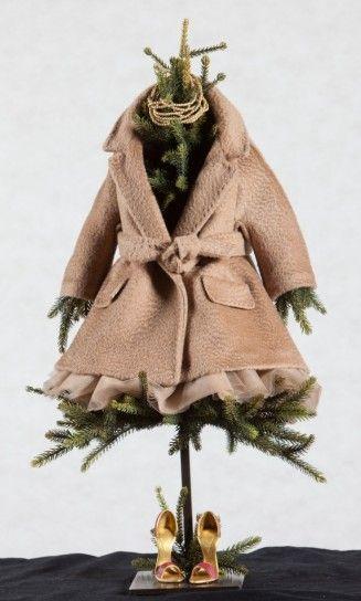 Albero con cappotto di Max Mara