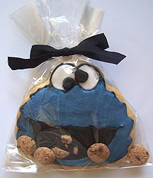 Great idea! Sesame Street Cookie Monster cookie party favor!