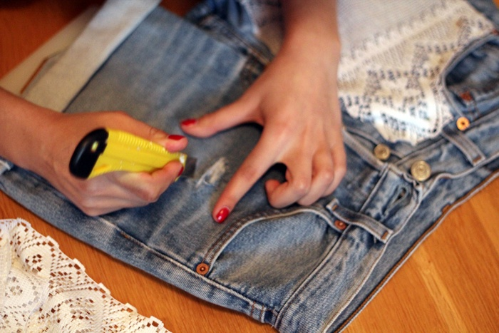 ripped jeans diy tutorial diy pinterest diy tutorial. Black Bedroom Furniture Sets. Home Design Ideas