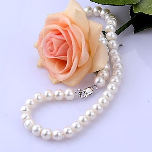 This beautiful white Pearl necklace is a modern version of a classical style,which makes a feature out of the natural rings that have formed around the centre of each pearl.