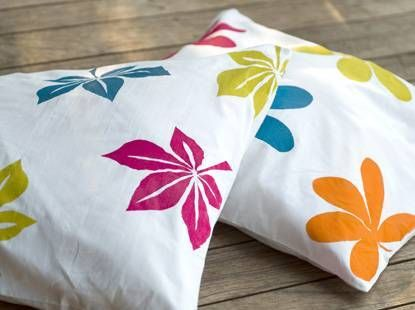 Decorate cushion covers with Pébéo Setacolor Paints!