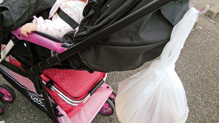 赤ちゃんを連れて買い物って結構大変なんですよね。 抱っこひもを毎度付けるのは手間だし・・・ お店の赤ちゃんが乗…