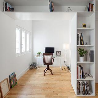 Zkombinovat historii a modernu v interiérovém designu není vždy nejsnadnější úkol, ale (nejen) tento lisabonský byt dokazuje, že podobný úkol lze...