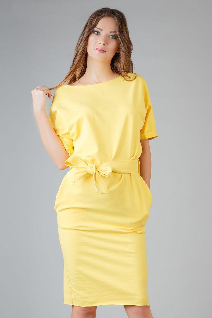 Sukienka Model Aleksandra 2 Yellow Elegancka sukienka z dzianiny. Rękaw wykończony ozdobnym mankietem, dekolt i dół sukienki wykończony na surowo. #modadamska #sukienkiletnie #sukienka #suknia #sklepinternetowy #allettante