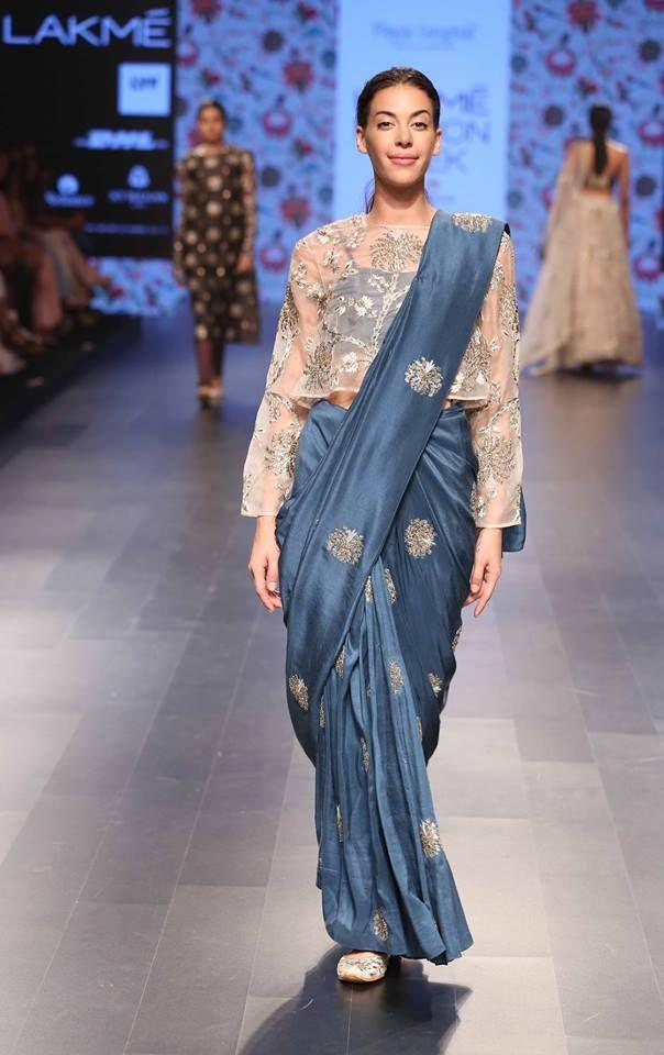payal-singhal_lakme-fashion-week_indian-fashion-online_indian-fashion-blog_scarlet-bindi_neha-oberoi7.jpg (604×960)
