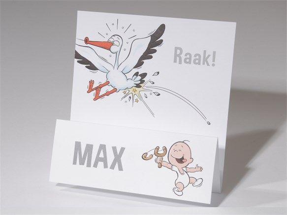Lachende baby schiet ooievaar met katapult uit de lucht. Kaartnummer 61.211, vanaf € 1,40 per stuk.