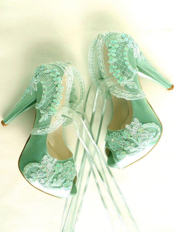 Zapatos de novia salvia verde bordado por KUKLAfashiondesign