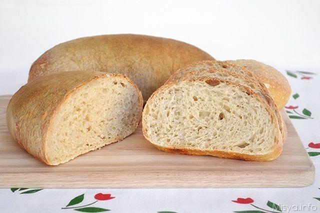Ecco a voi il mio primo pane con il lievito madre, eh si, dopo aver fatto la prova del nove ed aver visto che era attivo, ho